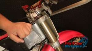 Honda CR250 Fork Assembly Step 84: Torque Fork Cap
