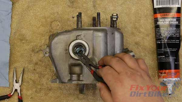 97-01 Honda CR250 - Top End - Part 10: Exhaust Valve Install | FYDB