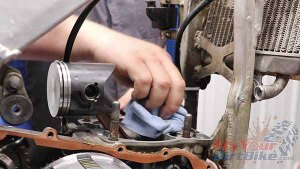 1997 - 2001 Honda CR250 - Top End Service - Part 12 - Cylinder Installation - Check Mating Surface