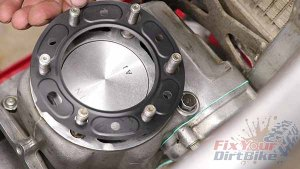 1997 - 2001 Honda CR250 - Top End Service - Part 13 - Cylinder Head Installation - New Gasket