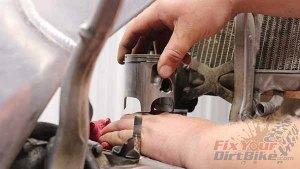 1997 - 2001 Honda CR250 - Top End Service - Part 3 - Piston Removal - Piston Connection Test
