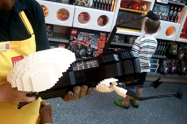 Fully Functional LEGO PORTAL Gun