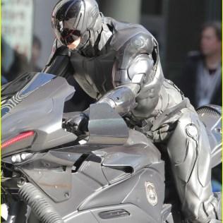 joel-kinnaman-robocop-motorcycle-scenes-03