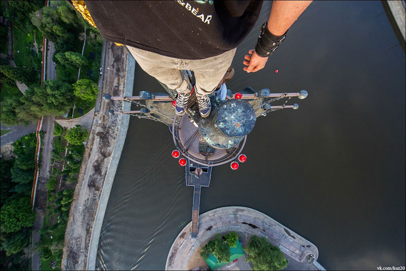 photos-that-look-straight-down-from-perilous-heights-by-ivan-kuznetsov-11
