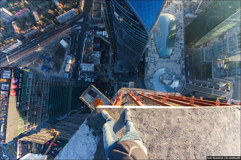 photos-that-look-straight-down-from-perilous-heights-by-ivan-kuznetsov-4