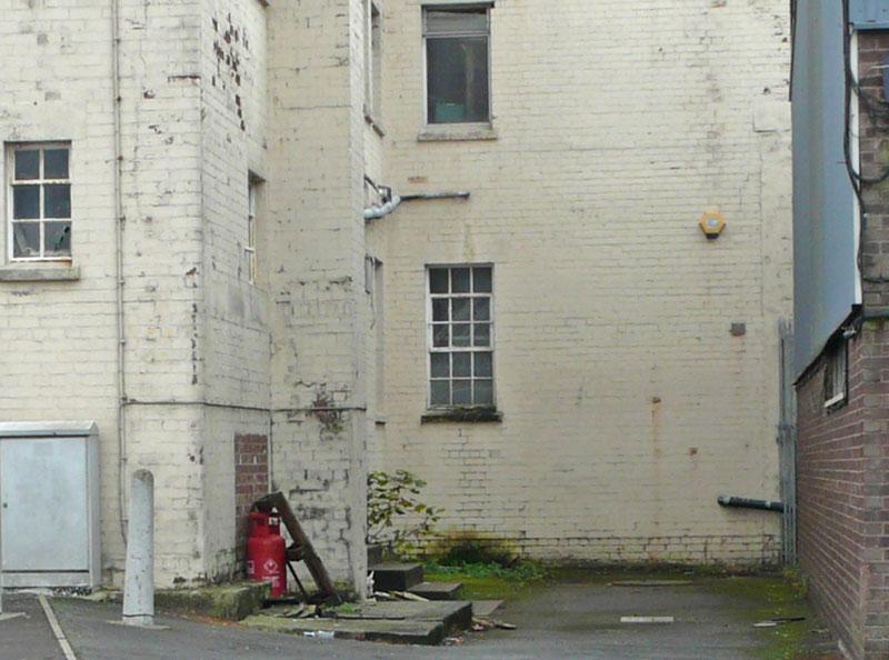 banksy-vermeer-girl-with-pierced-eardrum-1