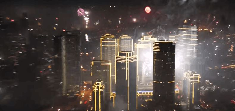 C:\Users\SM Zeeshan Naqi\Downloads\Entire City Sets Off Fireworks at the Same Time - Video.jpg