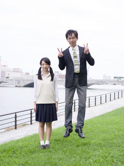 Japanese Businessmen Jumping Beside their Daughters is Just Beautiful