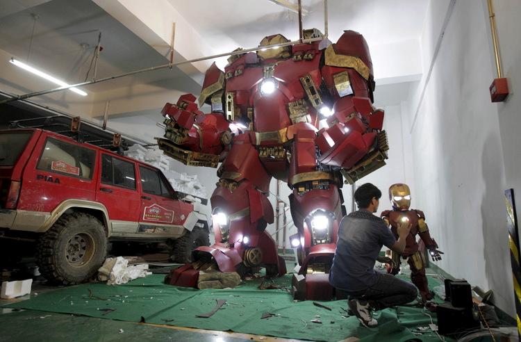 Fan Builds Radical Life-Size Hulkbuster Armor