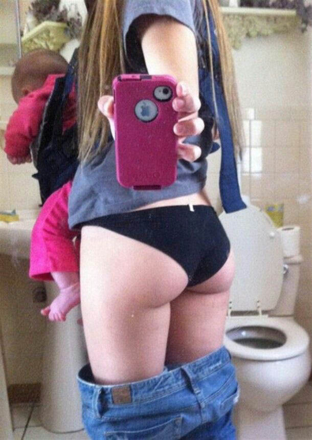 14 Moms Who Cared About Their Selfies Than Their Kids