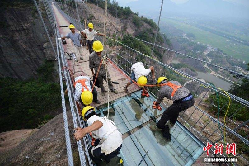 Glass Bridge Opens in China
