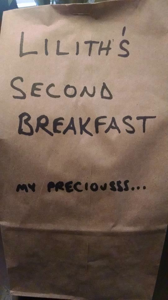 Mom Gives Daughter's Daily Lunch Bags Some Really FunnyLabels