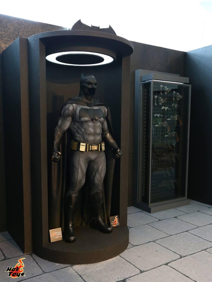 Hot Toys Life-Size BATMAN V SUPERMAN and Batmobile