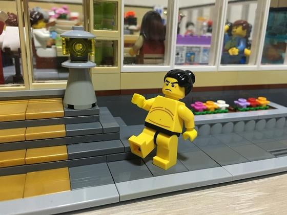 LEGO-Sushi-Restaurant-Sumo