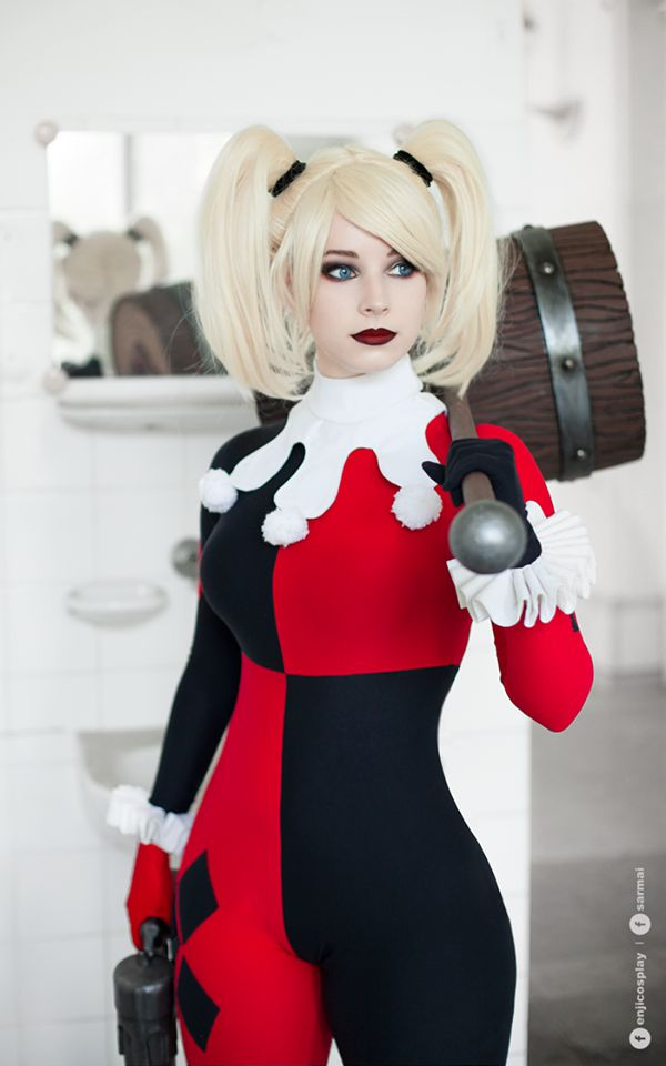 Enji Night's Harley Quinn Cosplay