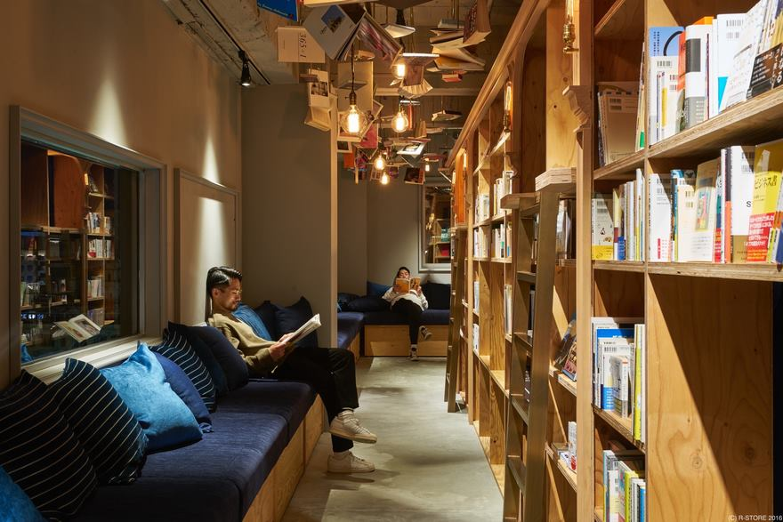 Kyoto's New Bookstore-Themed Hostel