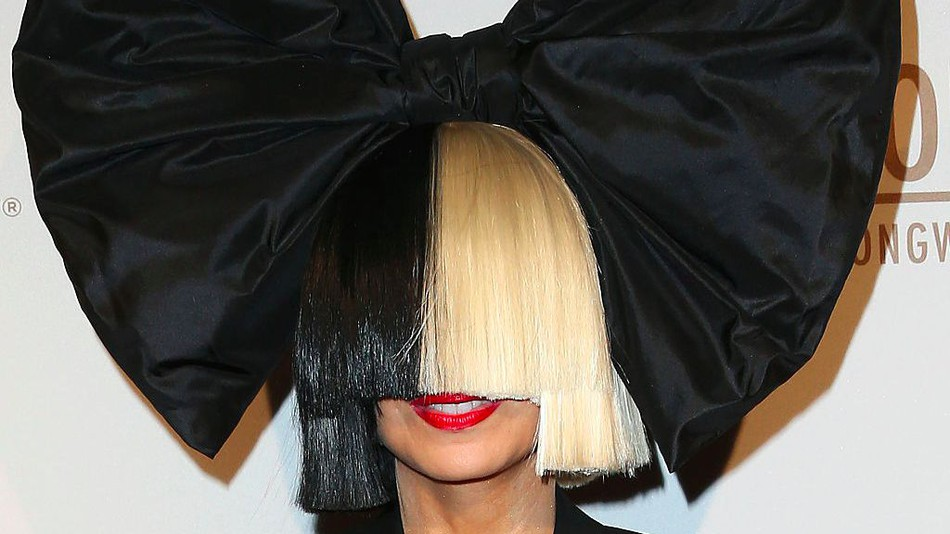 Sia Unveiled Her Face As She Walks Wig-less at LAX
