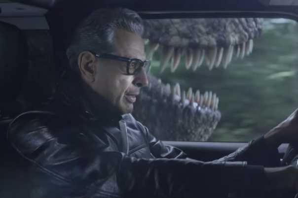 Jeff Goldblum Outrun a T-Rex in JURASSIC WORLD-Themed Jeep Super Bowl Ad