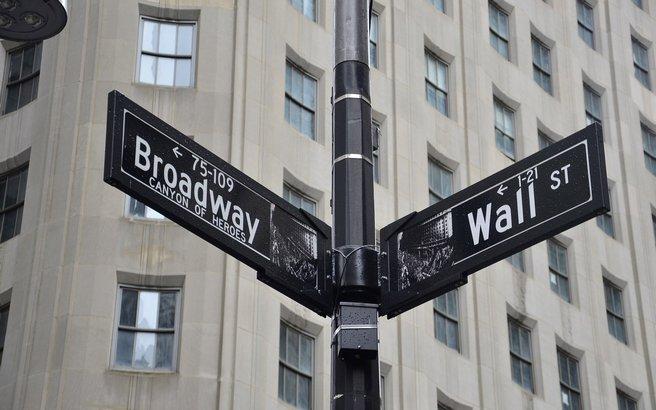 wall-street-chicago-financial-pros-bitcoin