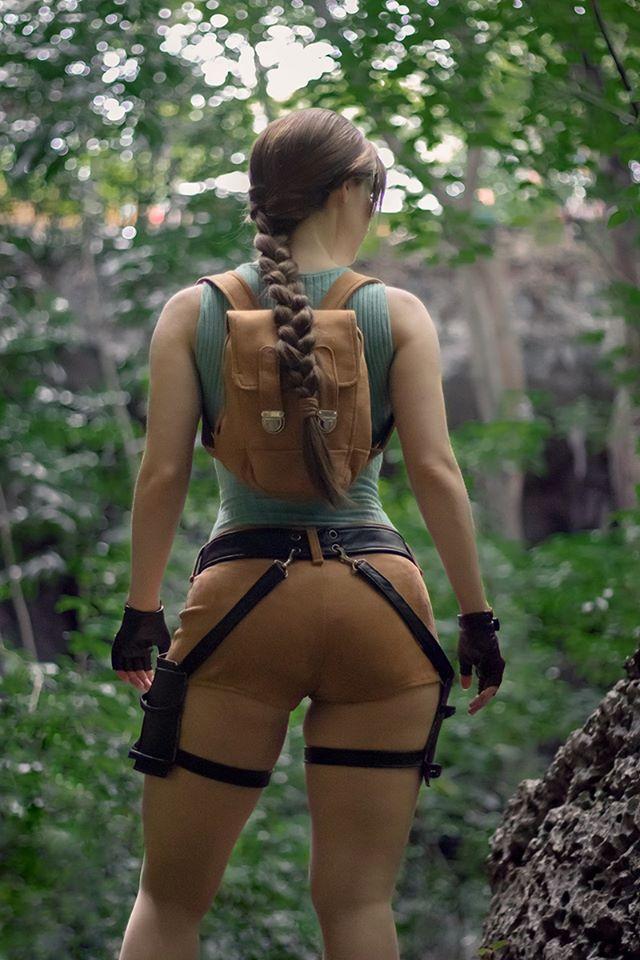 Lara Croft Cosplay
