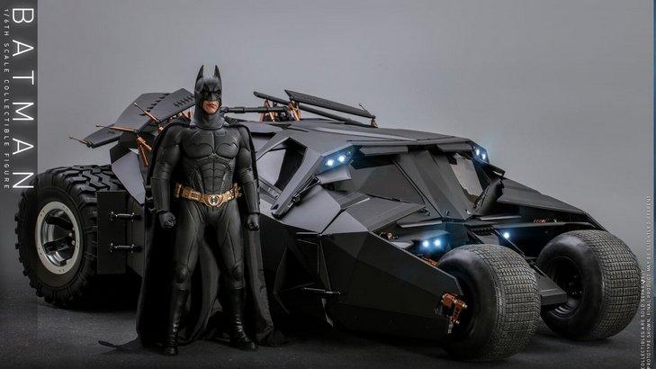 BATMAN BEGINS Figure and Tumbler Batmobile