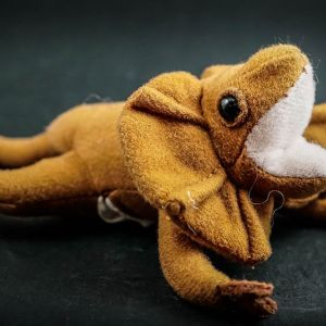 Frilled neck lizard finger puppet