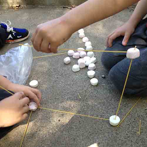 A square formed by spaghetti strands and marshmallows