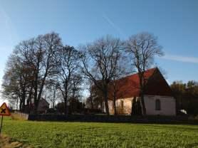 Giresta kyrka på hösten