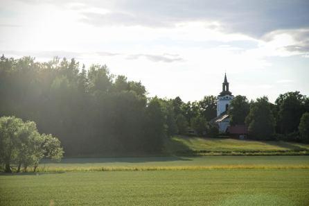 Torstuna kyrka från öster