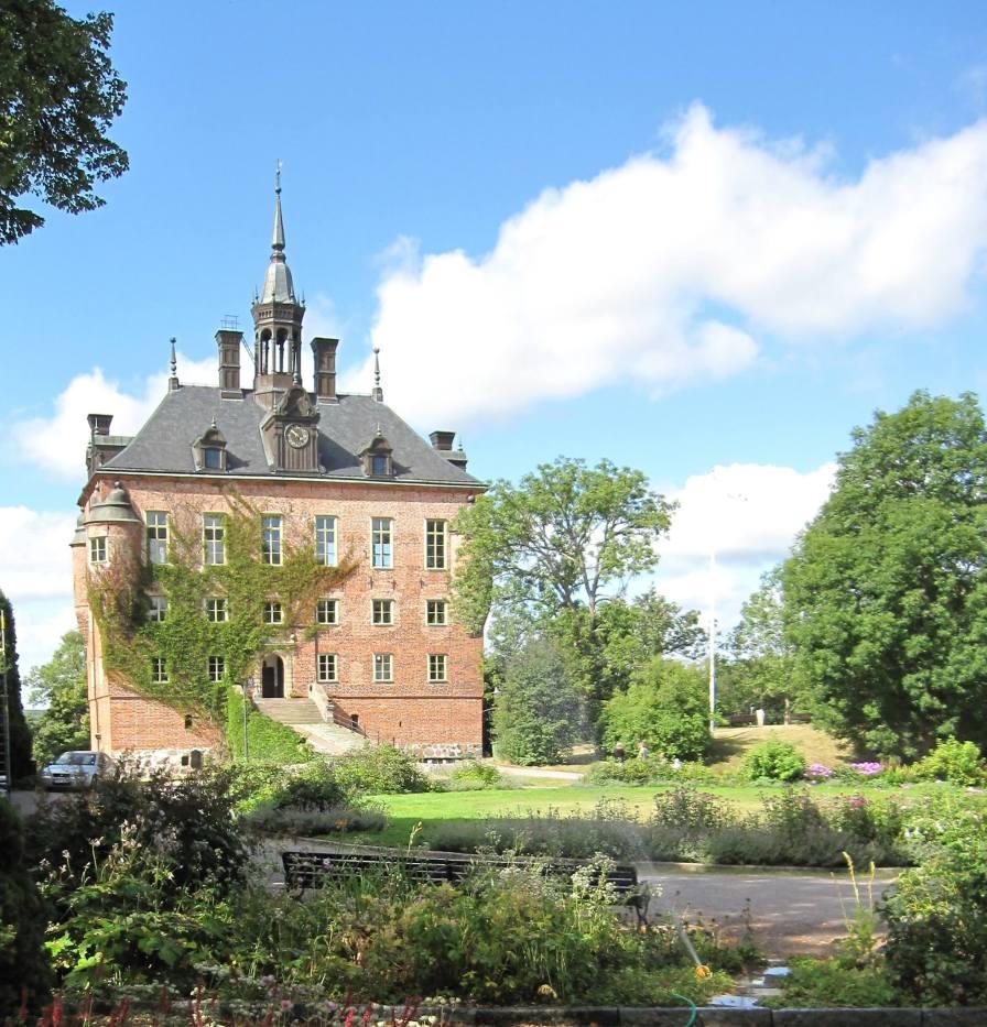 Ta en promenad i parken runt Wiks slott