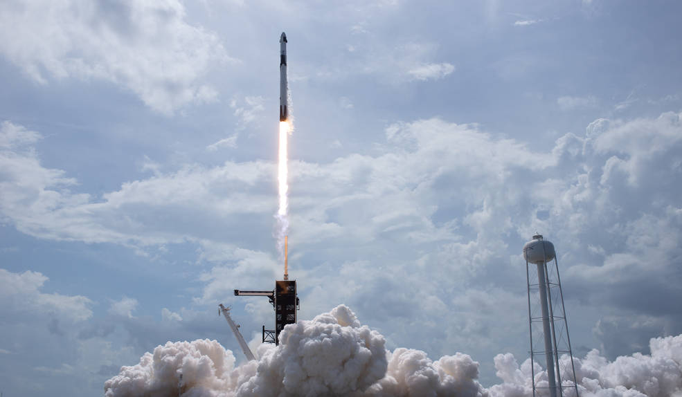 SpaceX-Falcon 9 liftoff