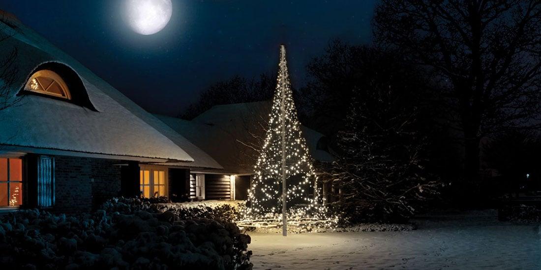 Fairybell-ljusgran som lyser upp i vinterm철rkret