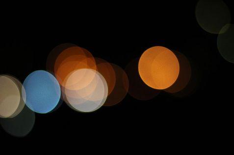 Bokeh circulaire généré par un diaphragme composé de beaucoup de lamelles