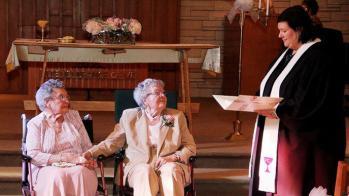 Deux femmes qui décident de se marier après 72 ans de vie commune