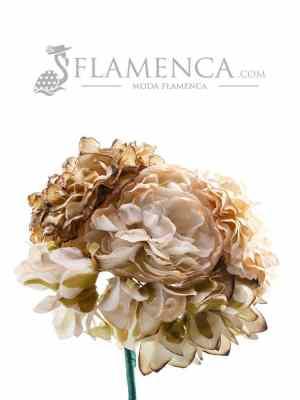 Ramillete de flamenca en tonos beige