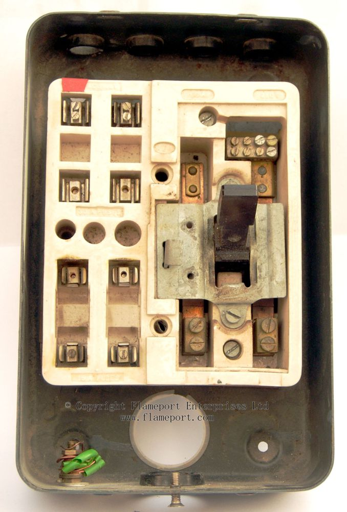 Mem 4 Way Enclosed Grey Metal Fuse Box 2