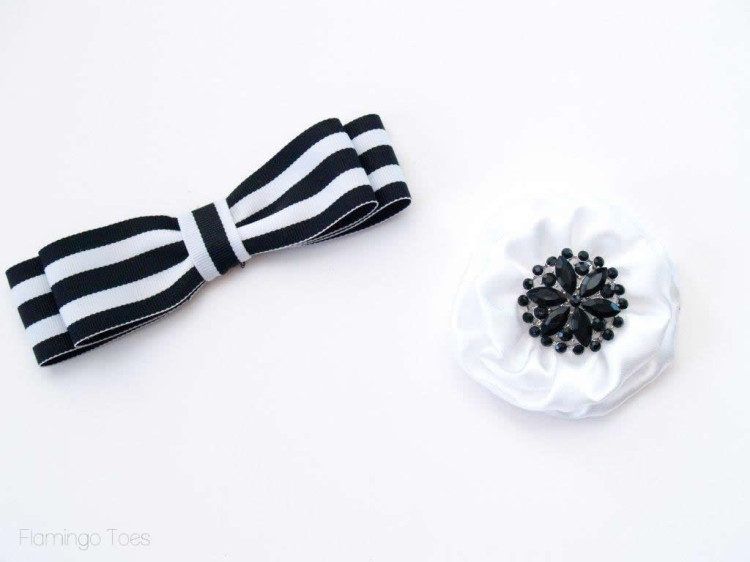 Bow and flower for frame