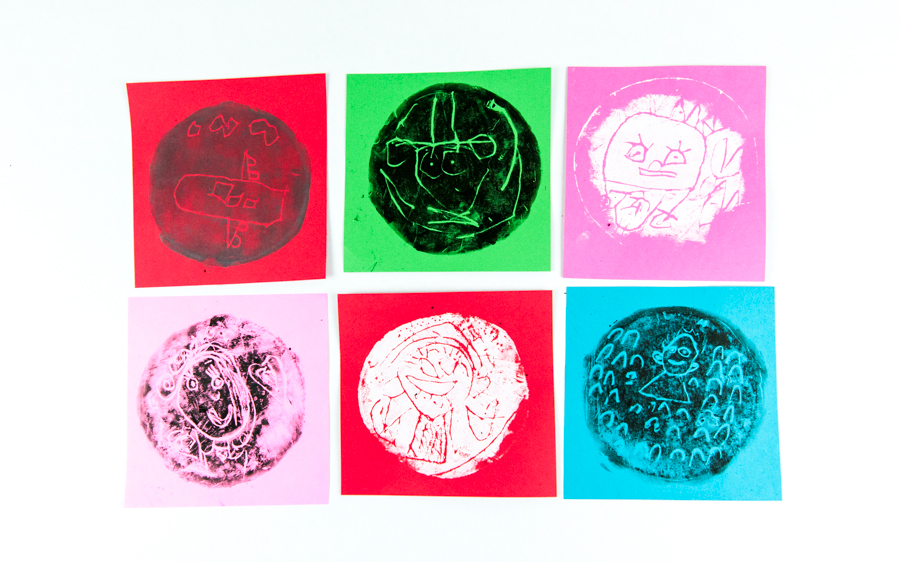 Kindergarten Art: Make easy printmaking portraits using styrofoam plates.