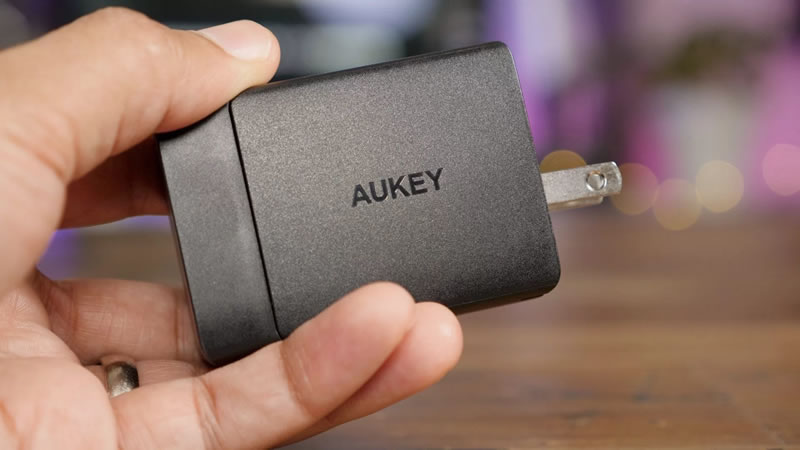 aukey-fast-charger-for-iphone