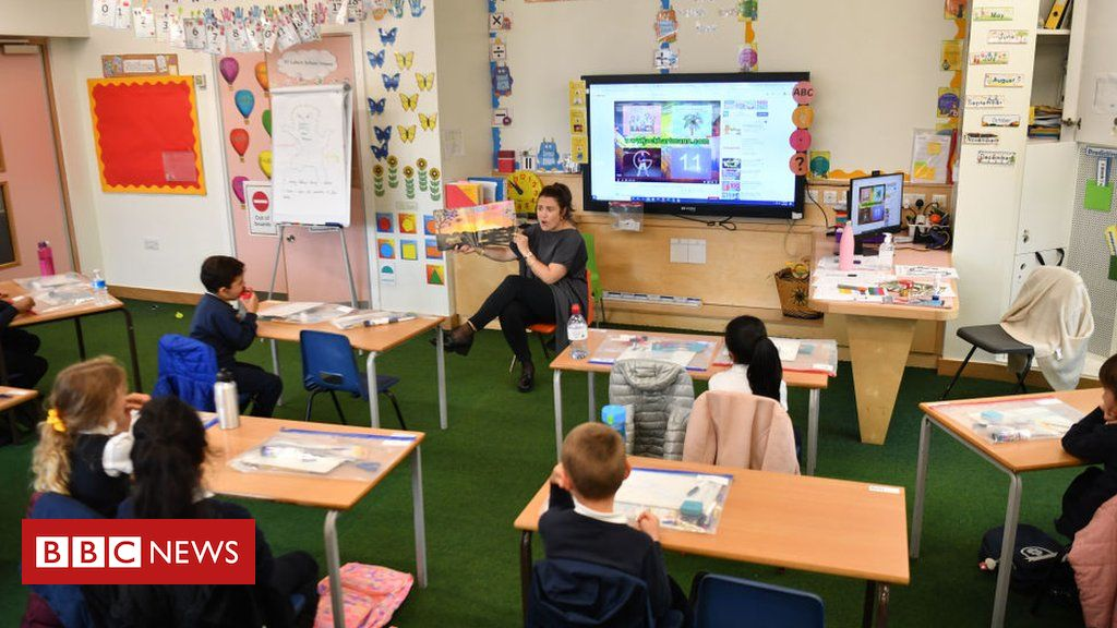 Covid: English secondary summer schools part of catch-up plan