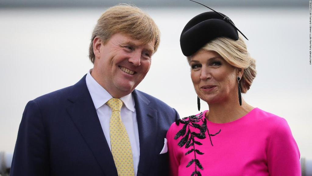 Dutch king cuts short vacation in Greece after criticism
