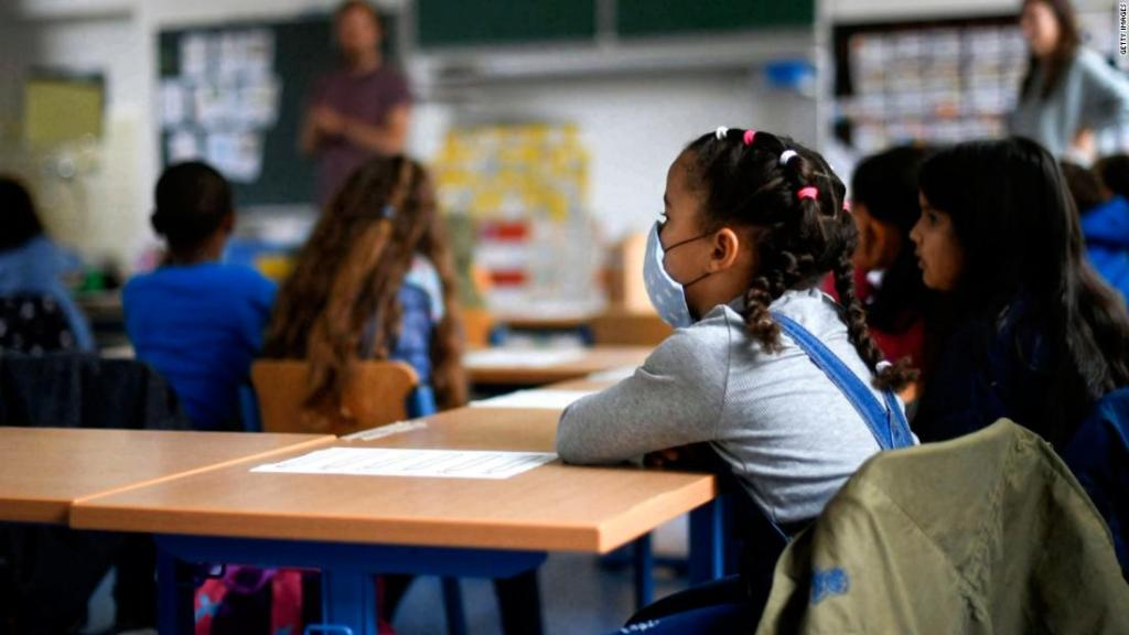Florida's executive order does not actually ban mask mandates in schools, legal experts say | CNN