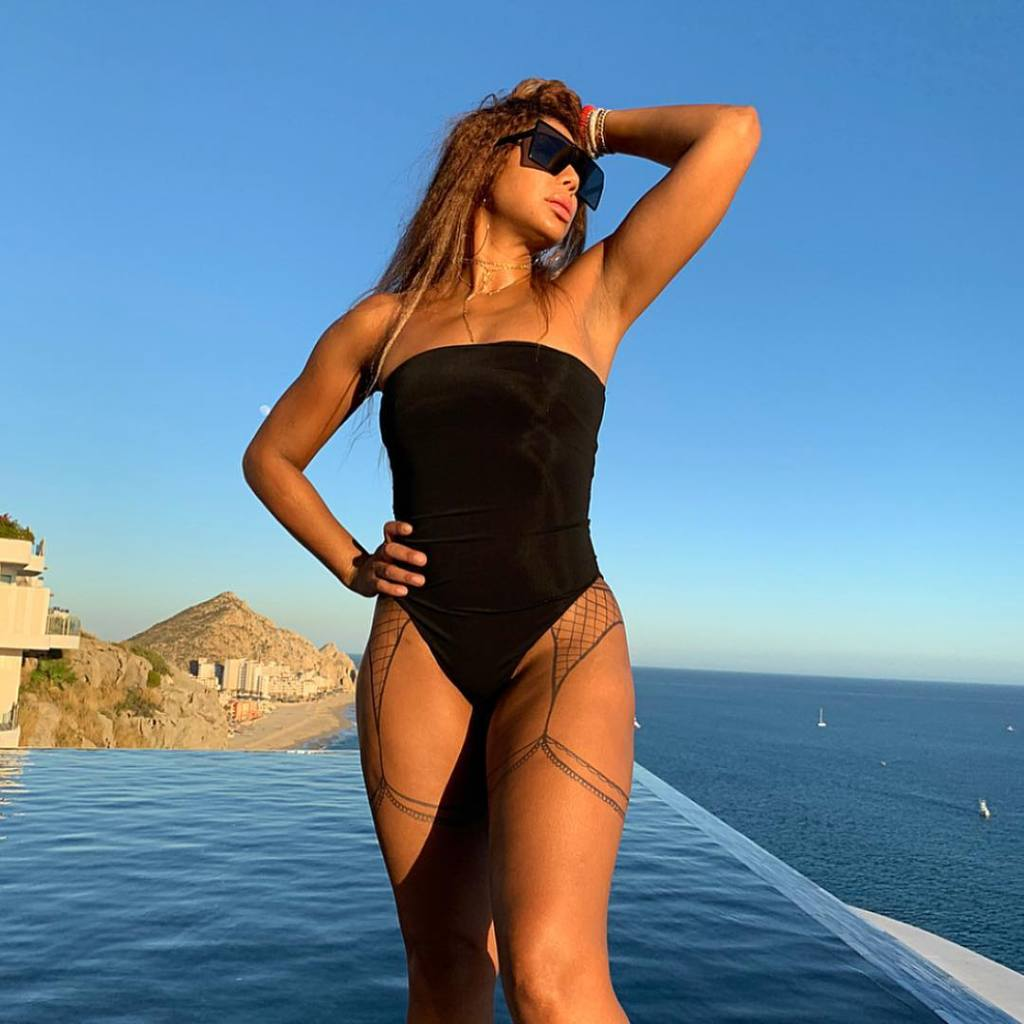 Tamar Braxton Flaunts Her Best Asset For The Camera And Fans Encourage Her To Love Herself The Way She Is