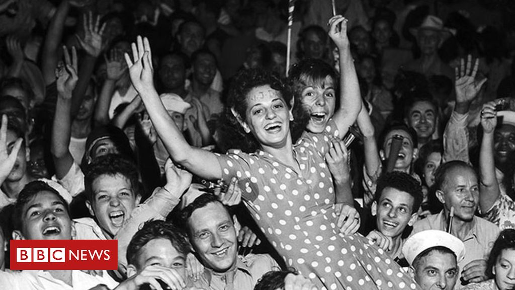 VJ Day: People celebrate with street parties and kisses