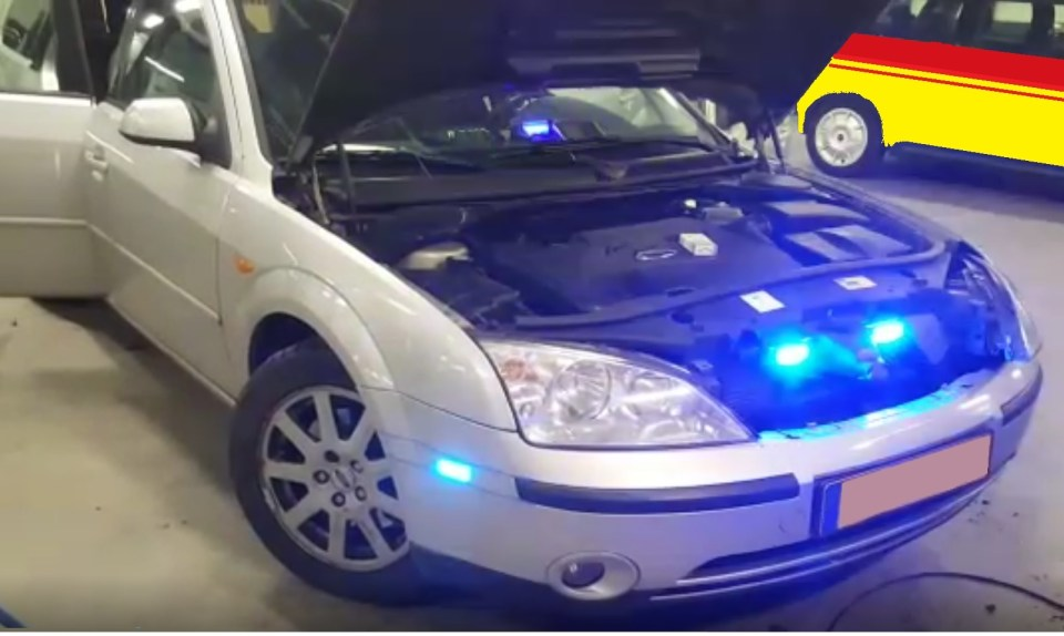 LN4 blue flash led flitser aan op auto
