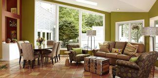 un salotto moderno con pavimento in cotto