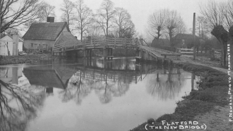 1911 photo of Bridge Cottage plus newly completed Oak bridge