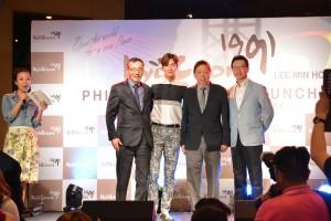 Lee Min Ho with Kyochon Koran and Kyochon Philippines executives