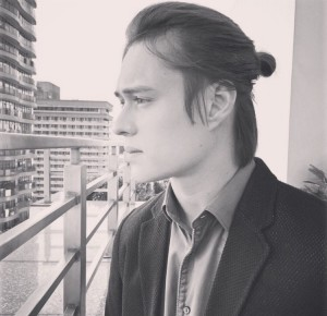 Enrique+man bun= ❤️ (Photo: enriquegil17's instagram account)
