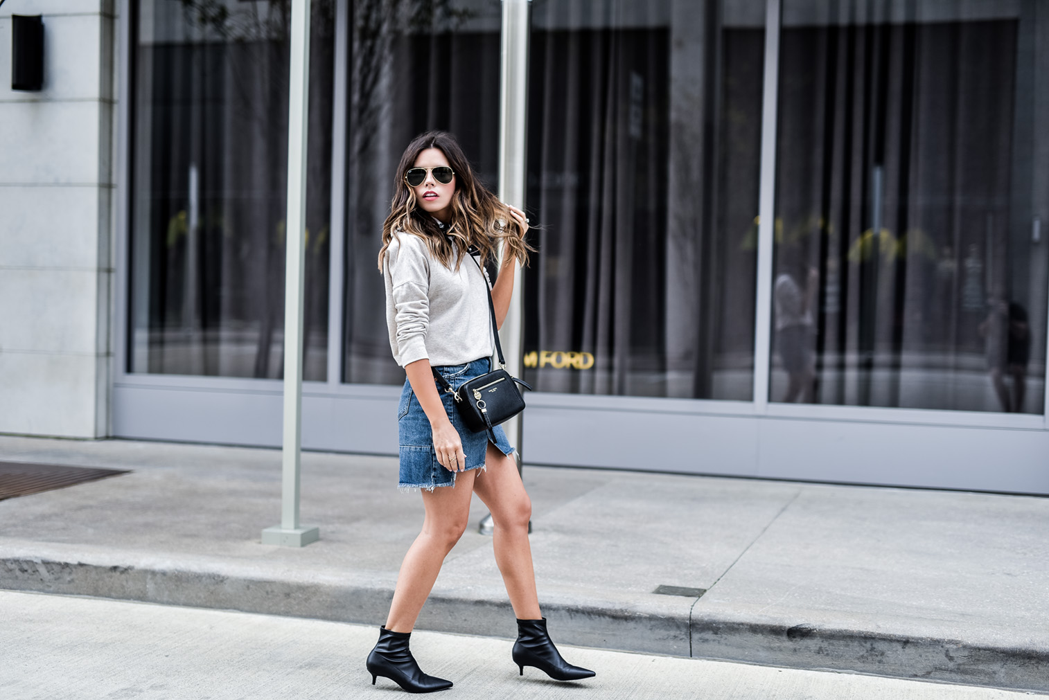 Denim skirt styled two ways! Love dressing up a denim skirt with heels and chic accessories, click to read the full article and shop the look! Outfit ideas for school, outfit ideas, streetstyle outfits
